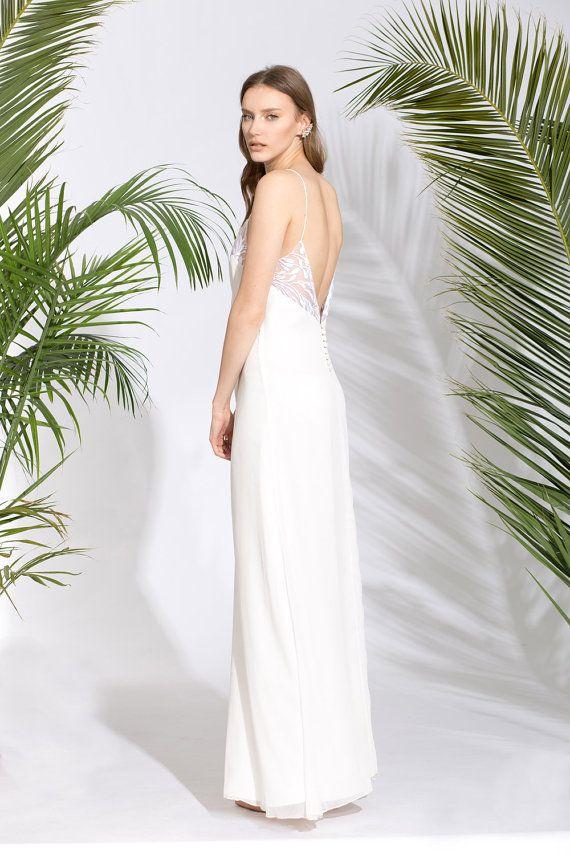 Wedding Dress With Detailed Open Back Beach Wedding by lennyuzan