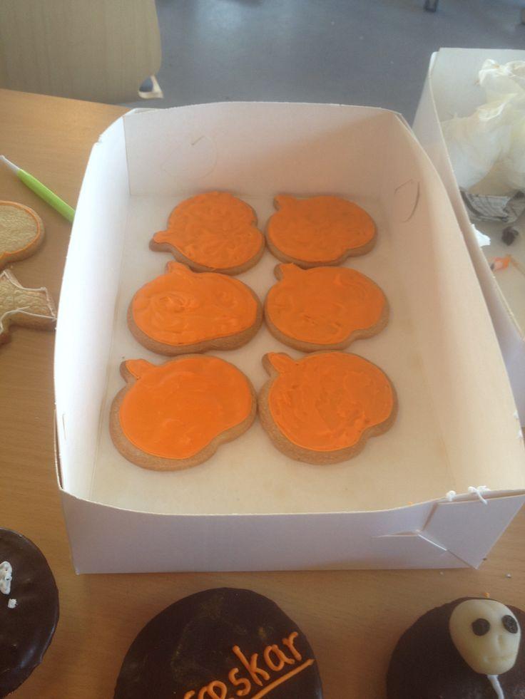småkager/cookies formet som græskar