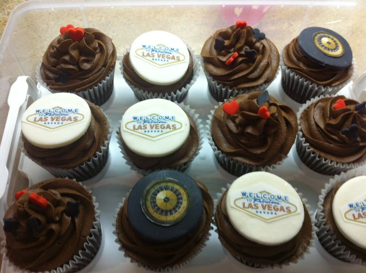 Chocolate cupcakes LAS VEGAS theme - all edible roulette and welcome to Las Vegas
