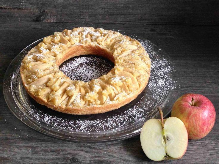 Apfelkuchen gebacken im Omnia-Bckofen. Dieser Backofen ist eigentlich ein Camping-Backofen. Allerdings kann man den Apfelkuchen auch toll zu hause im heimischen Backofen machen. Lecker!