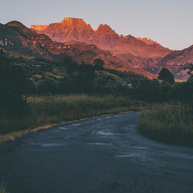 As the sun sets, the mountains awaken with curiosity.   #viewfromtheroad #barloworldtransport #meetsouthafrica #southafrica #roadlovers #openroad #ontheroad #beautifuldestinations #roadshots #fromwhereisit #thisissouthafrica #southafricaletsme #shotleft #wanderlust #exploremore #southafricathroughmyeyes #Drakensberg (scheduled via http://www.tailwindapp.com?utm_source=pinterest&utm_medium=twpin&utm_content=post111527449&utm_campaign=scheduler_attribution)