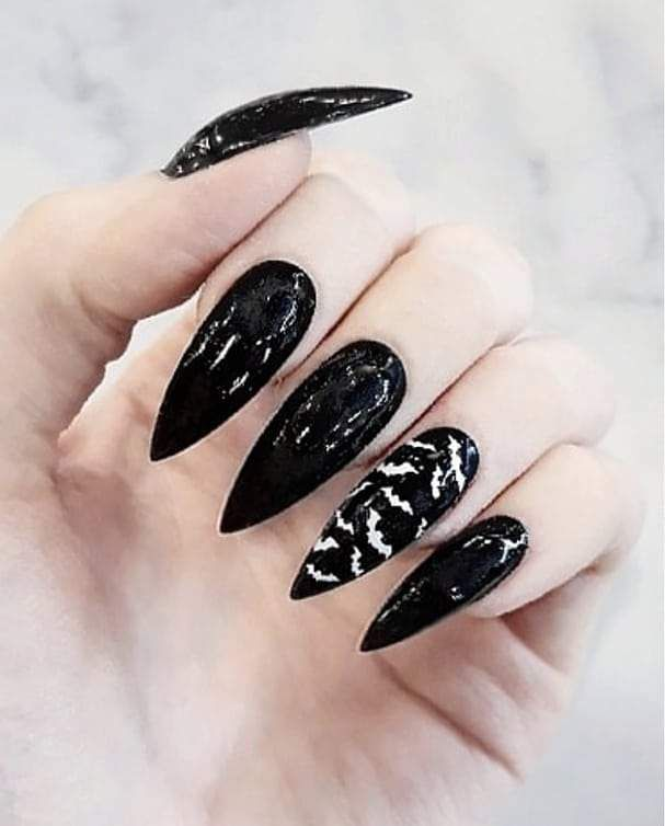 60+ Halloween Nail Art Ideas | Black halloween nails ...