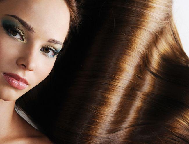 Listamos 3 diferentes ingredientes naturais que irão ajudá-la a ter cabelos mais brilhantes, fortes e saudáveis fazendo tratamentos caseiros, com baixo custo e de uma forma muito fácil!