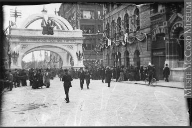 VIEW-6740 | Royal Tour: arch, Ottawa, ON, 1901  Photograph Royal Tour: arch, Ottawa, ON, 1901 William McFarlane Notman 1901, 20th century Silver salts on film (nitrate ?) - Gelatin silver process 11 x 17 cm Purchase from Associated Screen News Ltd. VIEW-6740 © McCord Museum Keywords:  History (944) , Photograph (77678)