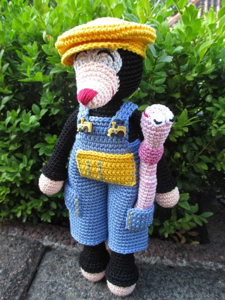Horst the crocheted Mole and his best friend Rüdiger the Earthworm