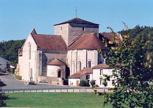 Fontaine le Comte (86), abbatiale