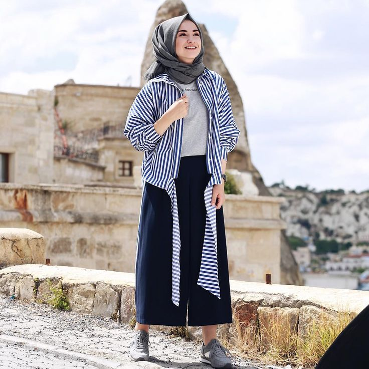 Modern Hijab Style We Learn From Rabia Sena Sever – So, you guys maybe already found her photos all over the internet. And so do we, at the first we were wondering who is she, why her styles are so fascinating?   And finally we already found out that her name is Rabia Sena Sever…