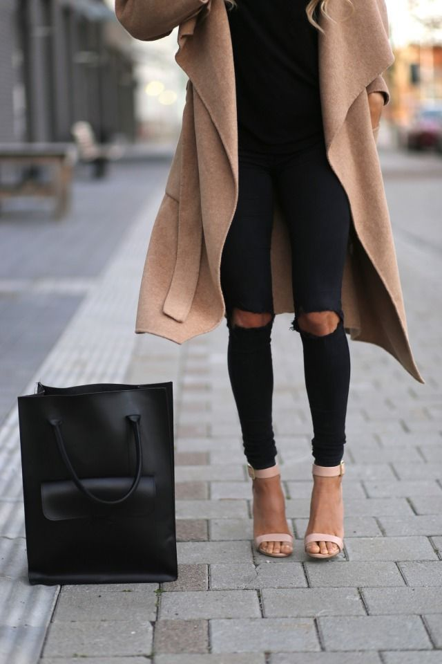 Ultra posh #lookoftheday!! Ripped knee jeans paired with a camel coat and strappy heels!!