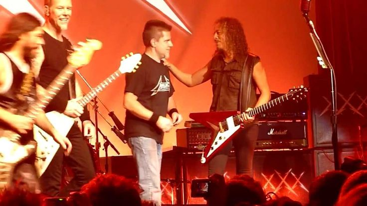 "Metallica perform ""Hit the Lights"" off of their 1983 debut album ""Kill 'em All"" with original members - guitarist Lloyd Grant, bassist Ron McGovney and former guitarist Dave Mustaine Recorded live @ The Fillmore in San Francisco, California on December 10th, 2011"