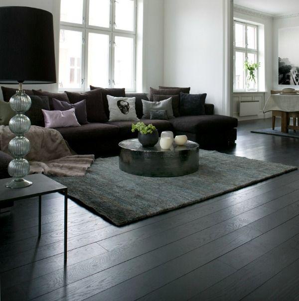 vloer-woonkamer-zwart. gewaagd, een zwarte houten vloer, maar geeft minder contrast met de keukenvloer (antraciet. Misschien toch een optie. Muren wel wit!!!