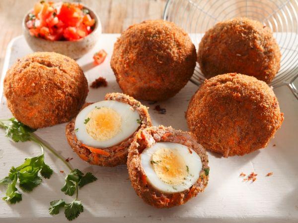 Uit die Huisgenoot toetskombuis: Banting-resep: Boerewors Skotse eiers
