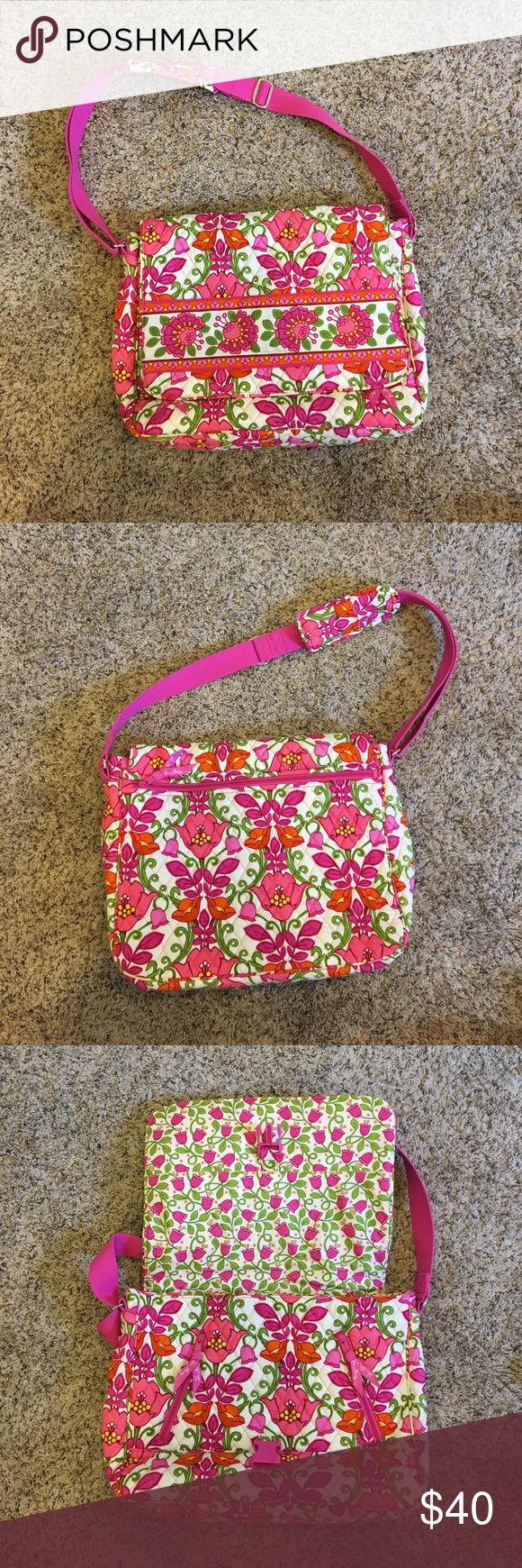 Vera Bradley Messenger Backpack Lightly used Vera Bradley messenger backpack in Lilli Bell print. A little dirty on the inside flap from use. Vera Bradley Bags Shoulder Bags