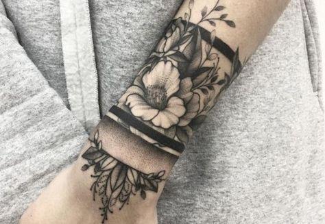 Inspirations de tatouage fleur poignet juste pour vous