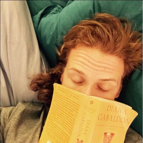 Sam Heughan reading Dragonfly in Amber....getting ready for season 2!!
