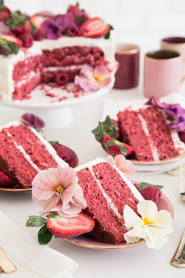 Liv wil graag een roze aardbeientaart voor haar 3e verjaardag.... Pink Velvet Cake Recipe + Easy way to Decorate it! - Sugar and Charm - sweet recipes - entertaining tips - lifestyle inspiration