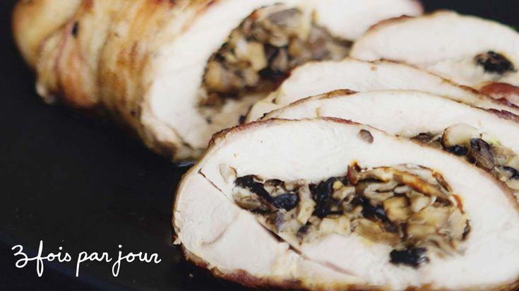 Cuisinez cette délicieuse recette de poitrine de dinde farcie aux champignons et enrobée de bacon de Trois fois par jour!
