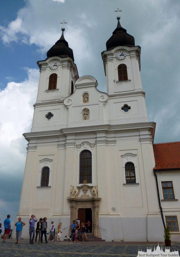 Tihany, Abbey Benedictine au lac Balaton, circuit en Hongrie, http://bestbudapesttourguides.com/fr/choisir_un_guide-page-3/katalin_zoesomfai-guide-31/
