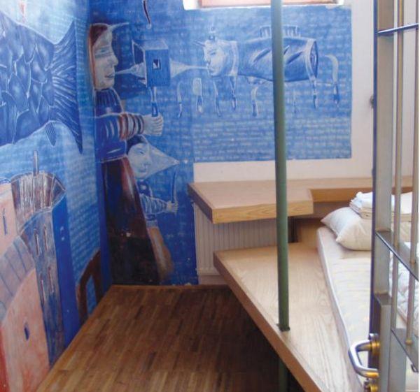Hostel Celica a Lubiana nasce dalla riconversione di un ex carcere. Ora è un ostello coloratissimo ed originale.