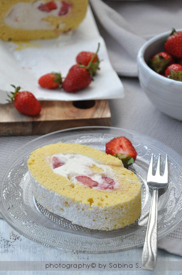 Due bionde in cucina: Rotolo alle #fragole con crema al #mascarpone #cake