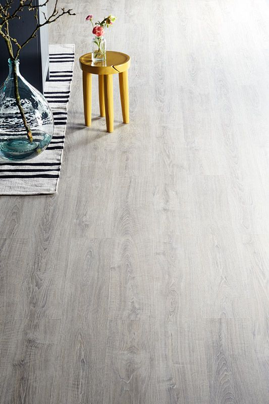 KARWEI | Laminaat met een grijze ondertoon voor een moderne look #vloeren #wooninspiratie #karwei