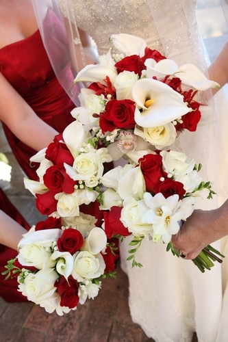 Vivid red and timeless white elegance