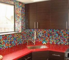 Разноцветный мозаичный фартук