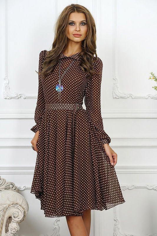 Удобное осеннее платье на каждый день, длиной ниже колена. Платье с небольшим отложным воротником рубашечного т%