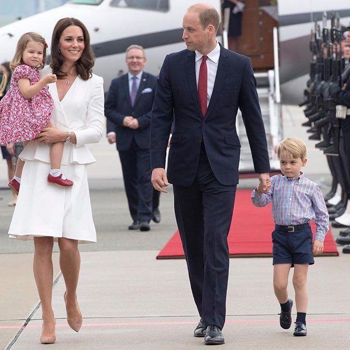 Mais um baby chegando! O Príncipe William e Kate Middleton estão esperando o terceiro filho. O anúncio foi feito esta manhã pelo Twitter do Kensington Palace. 😍😍 George e Charlotte são muito fofos e já estamos ansiosos para saber se será uma menina ou menino! 🎉🎉