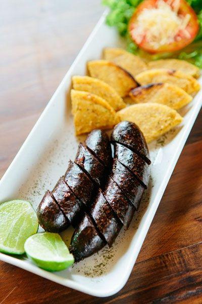 La morcilla… un plato tipico de la comida paisa, no te contamos como se prepara, solo diremos que es deliciosa.