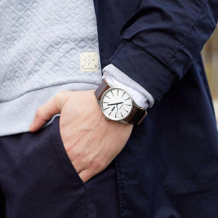 Uhren umstellen nicht vergessen ⏰ #watch #winterzeit #uhrenumstellen #autumn #autumnstyle #autumnfashion #outfit #style #nixon #menstyle #mensfashion #menswear #weekend #frontlineshop #fls