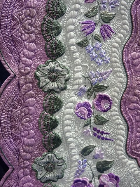 AMAZING quilting!!Holiday Events, Purple Quilt, Gorgeous Quilt, Beautiful Quilt, Colors Combinations, Longarm Quilt, Absolute Gorgeous, Quilt Art, Machine Quilt