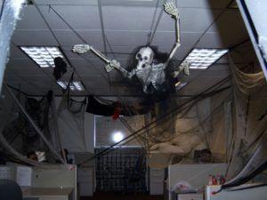 20 amazing office halloween decorations ideas