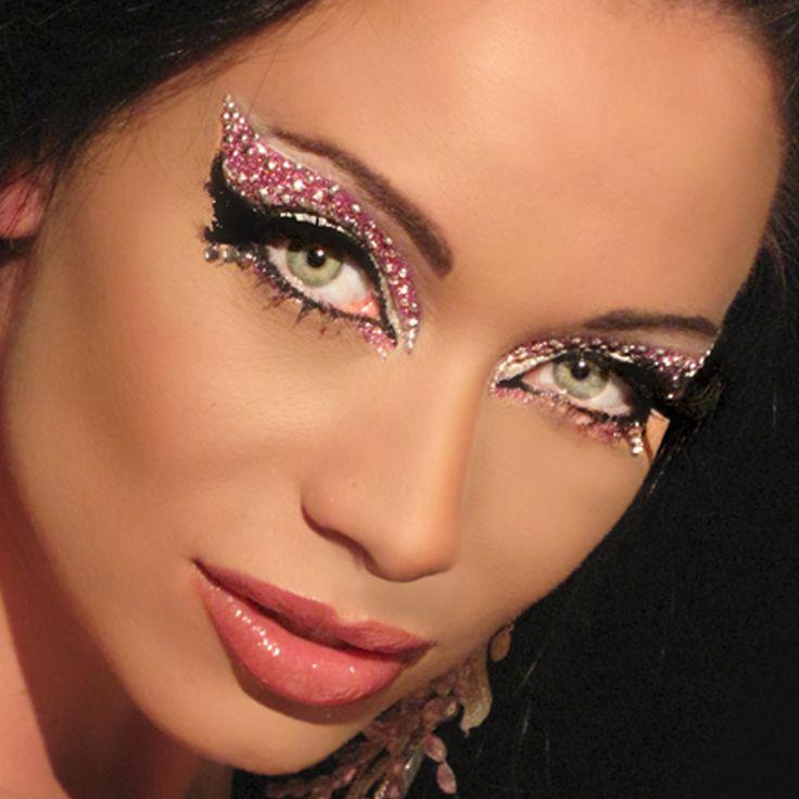 Make up occhi con glitter argento e ombretto rosa