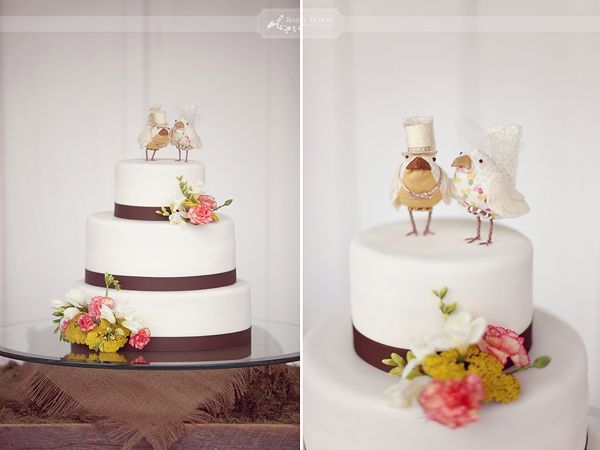 Chicken wedding cake toppers: Cute Birds, Birds Cakes, Birdi Toppers, Cute Ideas, Simple Cakes, Chicken Cakes, Wedding Cakes Toppers, Rustic Wedding Cakes, Cake Toppers