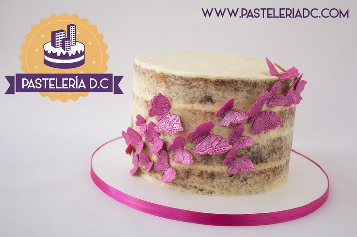 Semi-naked cake con mariposas de chocolate para modelar / Semi-naked cake with modeling chocolate butterflies.