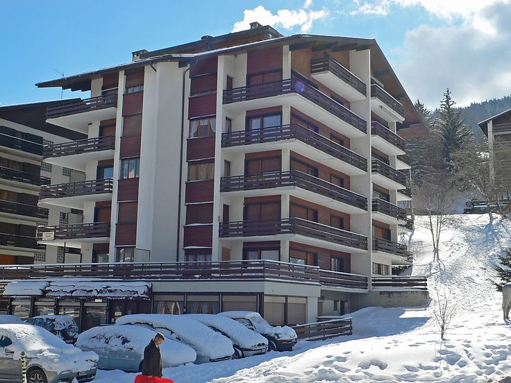 """Zanfleuron A1 - Apartment - NENDAZ - Switzerland - 342 CHF """"Zanfleuron A1"""", 1-room apartment 30 m2 on 1st floor. Comfortable furnishings: living/dining room with 1 double sofabed, cable TV and flat screen. Exit to the terrace. Open kitchen (2 ceramic glass ho"""