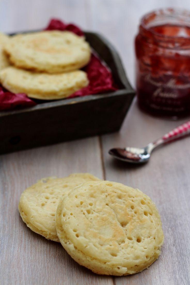 Connaissez vous les cumpets? Des petits pains assez proches des crêpes tout droit venu d'Angleterre. Idéal au petit-déjeuner ou en collation, le crumpet est peu calorique, de quoi se faire plaisir ! La texture des crumpets est à la fois molle et spongieuse....