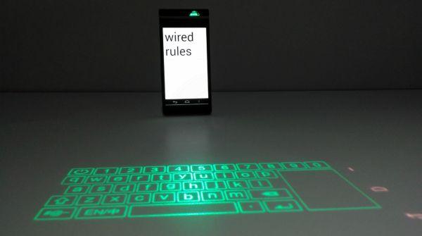 Smart Cast è lo smartphone ideato da Lenovo che può tramutare qualsiasi superficie nel display del telefono!