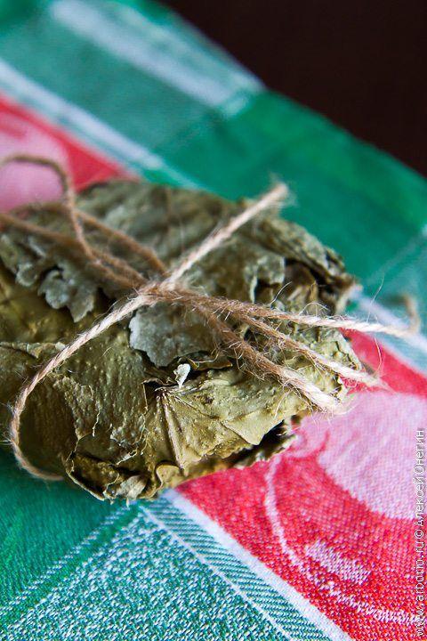 Фото к рецепту Полутвердый сыр в виноградных листьях
