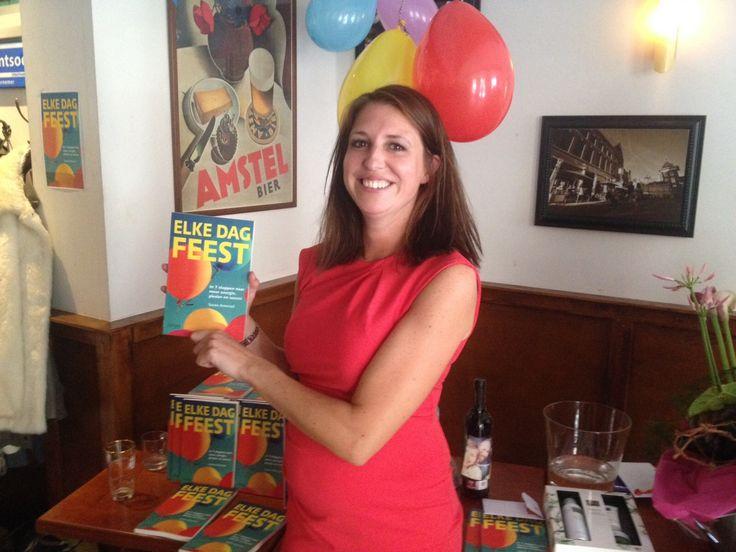 Op 1 dag liefst 50 stuks van boek #Elkedagfeest verkocht! Als dat geen Sinterklaas cadeau is... #susanamoraal