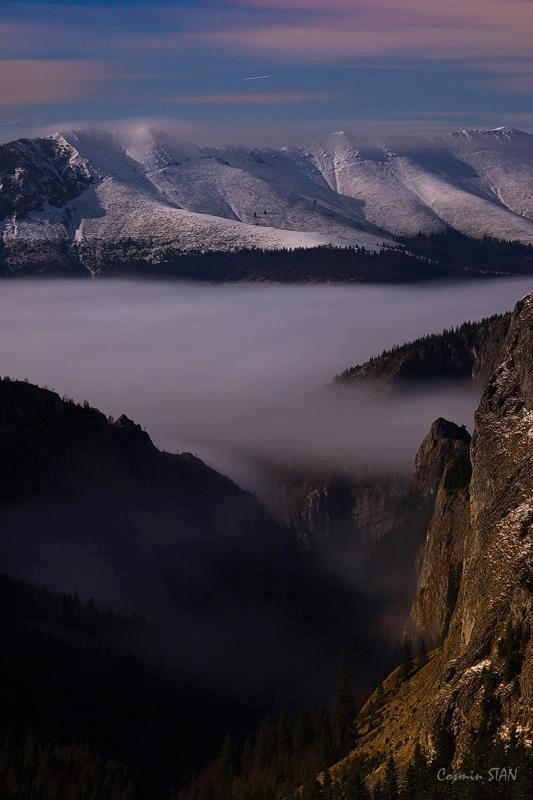 'Valea Scorota si o parte din Creasta Oslea'    Muntii Retezat dec. 2012