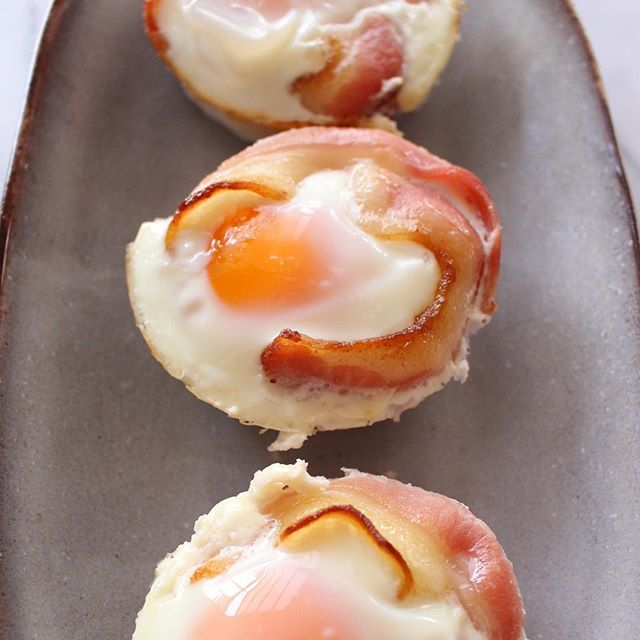 Good Morning! Nicola here from @thewonkyspatula with Bacon and Egg Cups, there was a time when I truthfully thought that BAE actually stood for bacon and eggs… ! Let's be honest though who doesn't love Bacon and Eggs?! These are perfect for wowing as a brunch option and best of all they are perfect for meal prepping!! They travel and reheat so well that they are perfect for a lunchbox! I teamed them with some roasted cauliflower and it was definitely the best packed lunch I've had in weeks…