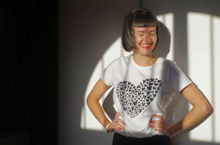 Camisetas en algodón orgánico, estampadas con tintas al agua. Respetuosas con el medio ambiente. www.strambotica.es