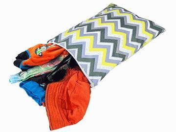 Itzy Ritzy Travel Happens Sealed Medium Wet Bag – Sunshine Chevron $19.95 www.pennyfarthing.com.au #pennyfarthingkids #babies #babybag #tote #snackbag #itzyritzy