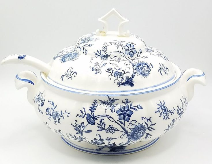*VINTAGE* Gift Ideas Creation Phila, PA Blue White Soup Small Tureen w/ Laddle