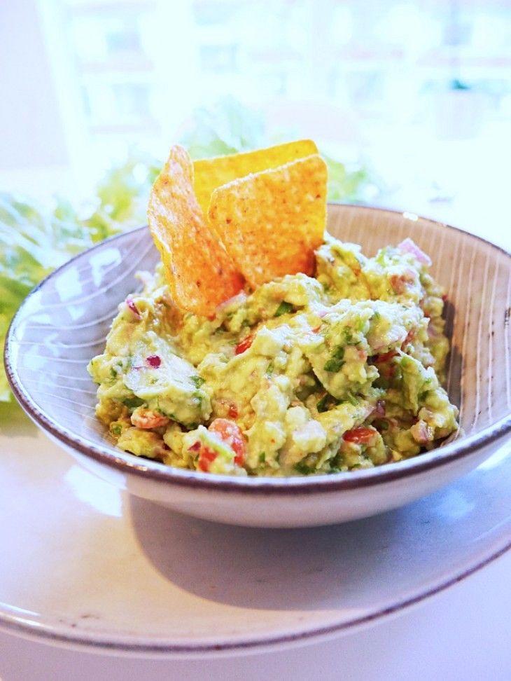 Du kommer aldrig vilja köpa färdig guacamole efter att ha gjort den här!