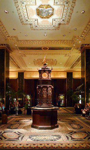 Waldorf Astoria NYC Une Magnifique Pendule Qui Sonne Est Situe Au Centre Du