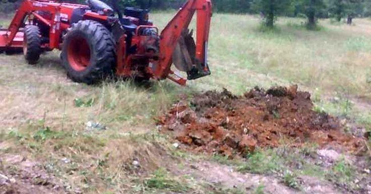 Cómo agregar el peso del agua a los neumáticos de un tractor. Los tractores son una herramienta necesaria para los agricultores, contratistas, madereros, los departamentos de carreteras, los propietarios de tierras y los señores agricultores. Para maximizar su potencial es a menudo aconsejable maximizar la tracción y la estabilidad. Una de las mejores maneras de hacer esto es darle más peso a las ruedas ...