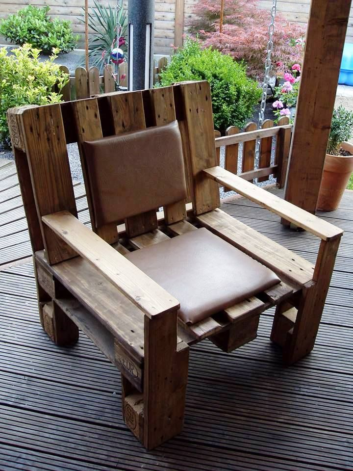 Beefy Wide Pallet Cushioned Outdoor Chair - 20 Pallet Ideas You Can DIY for Your Home | 99 Pallets