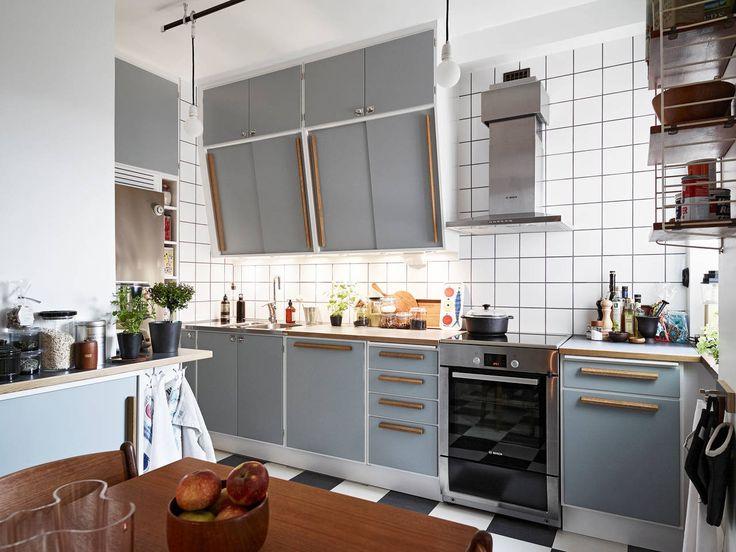 Helkaklat kök ända upp till tak.